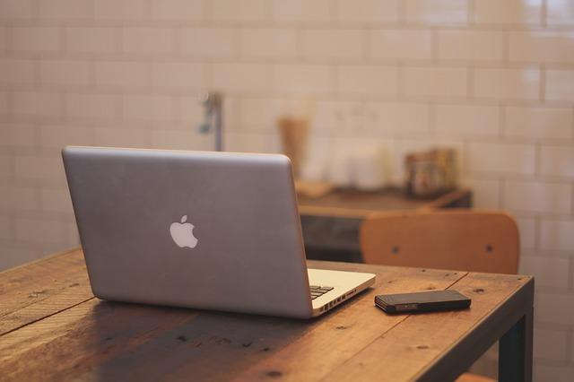 macbook-336692_640