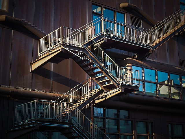 stairs-1229149_640