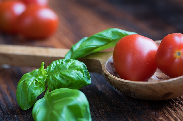 tomatoes-1457343_640