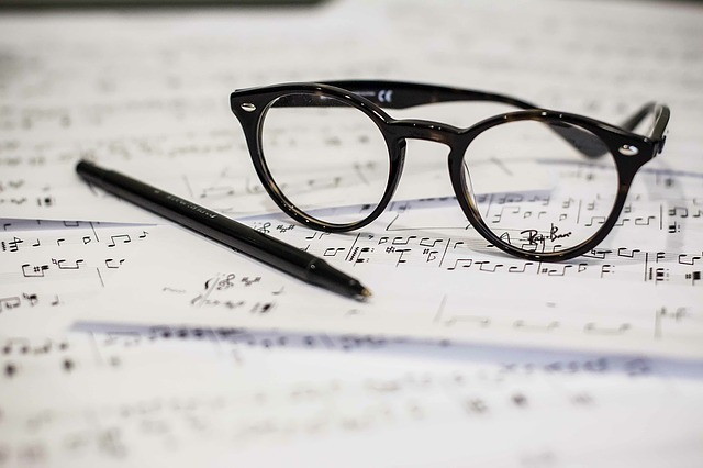 eyeglasses-1209707_640